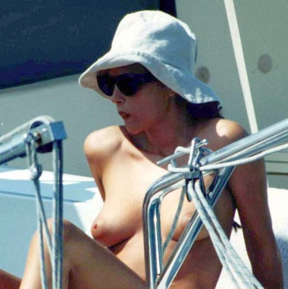 monica_bellucci_topless_0921